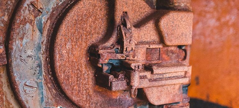 rusted item